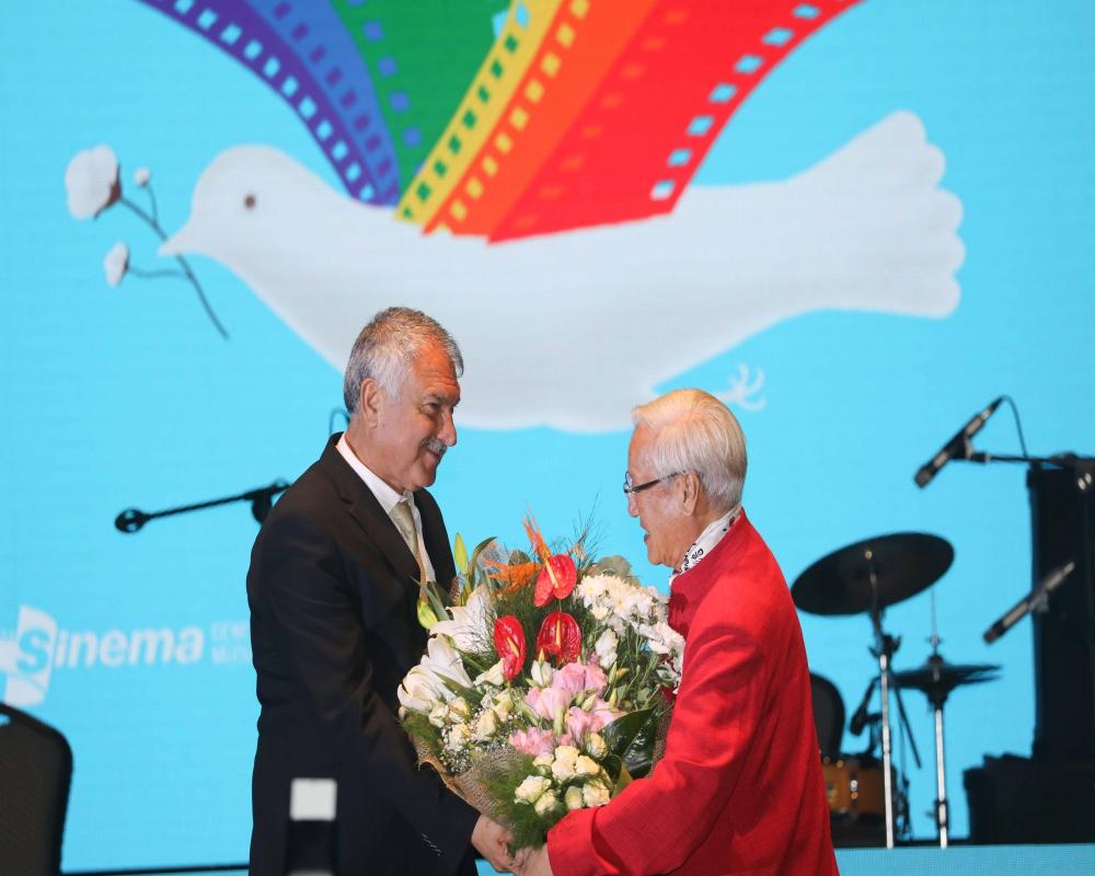 Altın Koza'da yaşam Boyu Başarı ve Emek Ödülleri sahiplerini buldu